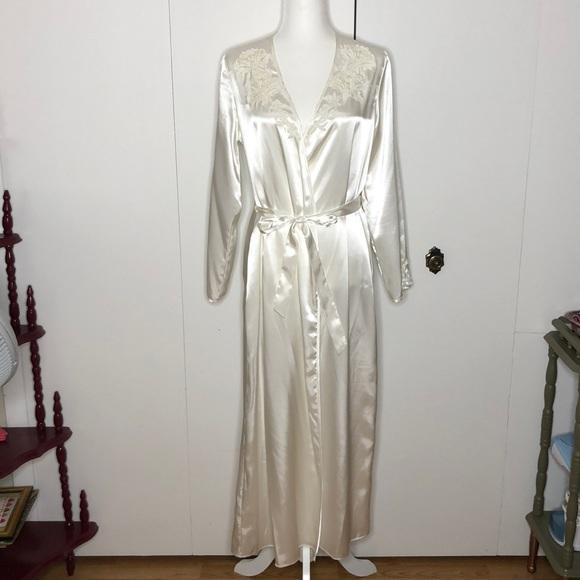 Flora lace appliqué floor length robe